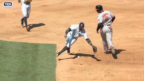 Video: Reimold reaches on infield play