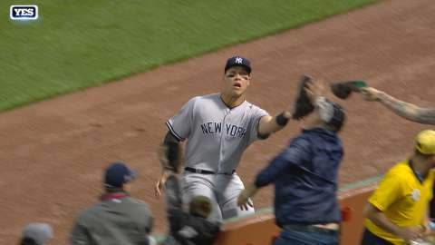 Video: Judge's grab in the third