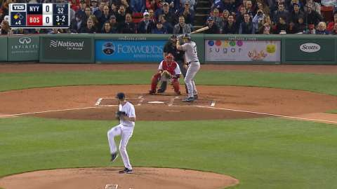 Video: Holliday drives home a run