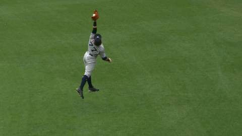 Video: Frazier's leaping catch